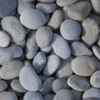 Galets gris de rivière plats de 2 à 4 cm